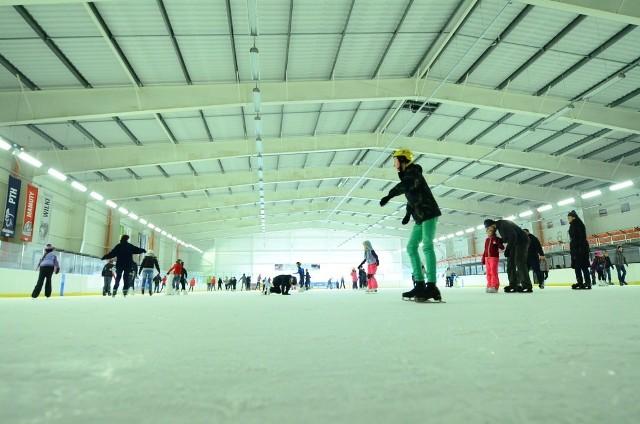 Ferie zimowe 2014 w Poznaniu: Szaleństwa na lodowisku Chwiałka