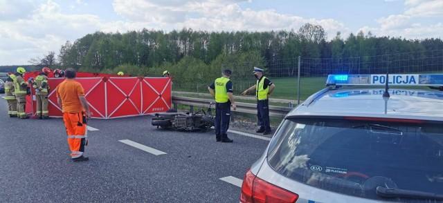 Do śmiertelnego wypadku doszło około godz. 14 w powiecie wieruszowskim na 119 kilometrze trasy S8 w kierunku Wrocławia.ZDJĘCIA I WIĘCEJ INFORMACJI - KLIKNIJ DALEJ