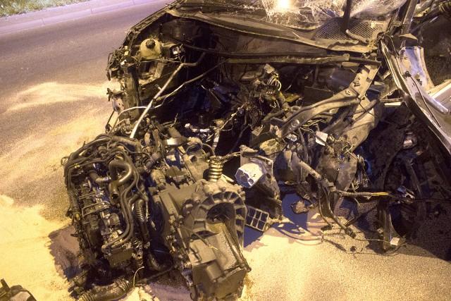 Groźny wypadek na Włókniarzy w Łodzi. Kobieta nie ustąpiła pierwszeństwa i wjechała na skrzyżowanie z ulicy podporządkowanej