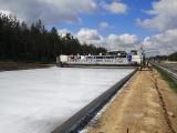 Autostrada A1 za Częstochową jest betonowana przez ogromną maszynę. Drogowcy układają 700 metrów na dobę