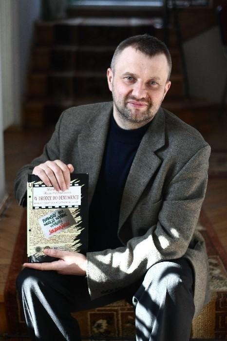 """Marek Kietliński, dyrektor Archiwum Państwowego w Białymstoku, współautor książki """"W drodze do demokracji. Białostocczyzna w latach 1988–1990"""""""