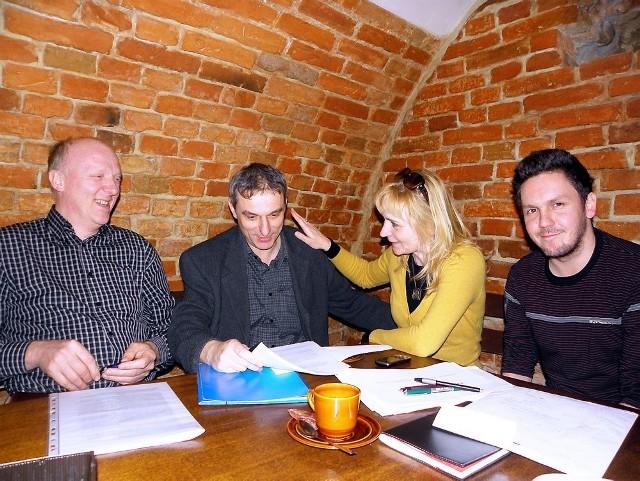 Jury obraduje. Od lewej Jacek Studziński, Michał Leszczyński, Joanna Glaza i Grzegorz Szlanga