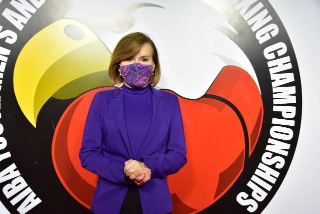 Minister sportu Anna Krupka podczas poniedziałkowych walk w Hali Legionów w Kielcach.