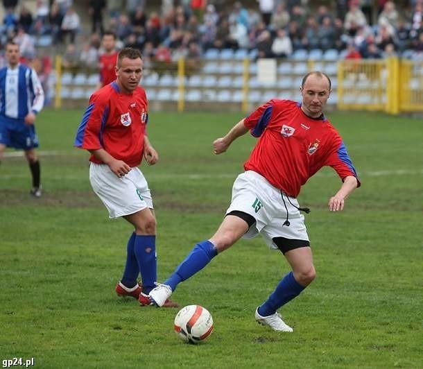 Mateusz Bielecki i Adam Pietras zagrali skutecznie w obronie w meczu w Trzebiatowie.