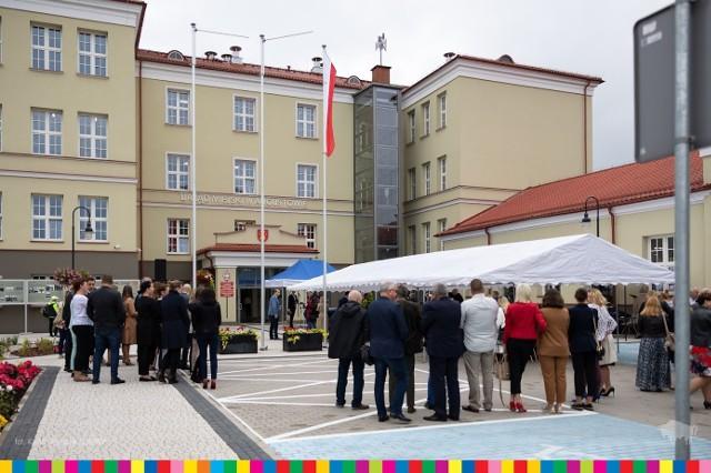 W piątek (27.09) odbyło się oficjalne otwarcie nowej siedziby Urzędu Miejskiego w Augustowie. W uroczystości uczestniczyli m .in. przedstawiciele lokalnej, samorządowej władzy i mieszkańcy miasta.