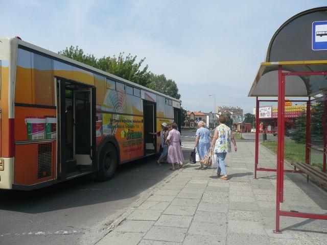 Kiedy rewizorzy wchodzą do autobusu na przystanku, to prawie wszyscy gapowicze, którzy wypatrują ich na każdym postoju, zdążą już skasować bilet.