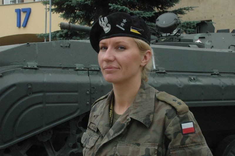 Ppor. Magdalena Goliszek służy w 17 Wielkopolskiej Brygadzie Zmechanizowanej od 1,5 roku. Na razie mieszka w internacie wojskowym i czeka na mieszkanie wybudowane przez WAM.