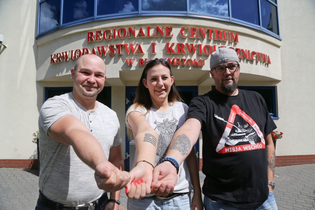 - Myślę, że to dobry sposób na poznanie ludzi- mówi Karol Kundzicz (z lewej). - Chcemy pomóc - dodaje Maciej Berger.