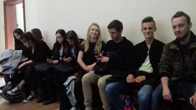Uczniowie klasy trzeciej z Liceum Ogólnokształcącego numer I imienia Stanisława Staszica, odwiedzili ostrowiecki sąd, brali udział w rozprawie, a także praktycznej lekcji z jednym z sędziów.