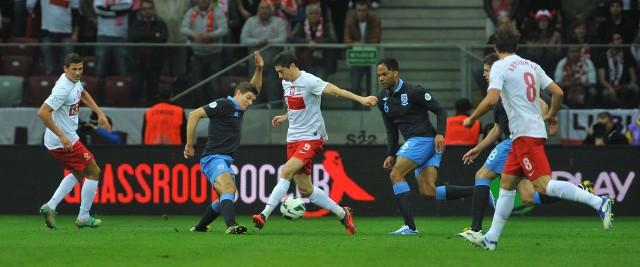 Robert Lewandowski grał już przeciwko Anglii (tu w meczu el. MŚ 2014 w Warszawie), ale gola jeszcze jej nie strzelił. Z marcowego meczu na Wembley (1:2) wyeliminowała go kontuzja.