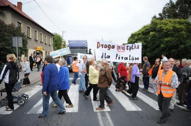 W październiku 2011 roku mieszkańcy wsi zablokowali na kilka godzin główną ulicę w proteście przeciwko ciężarówkom. Ta akcja nie przyniosła jednak takich efektów, jakich się spodziewali.