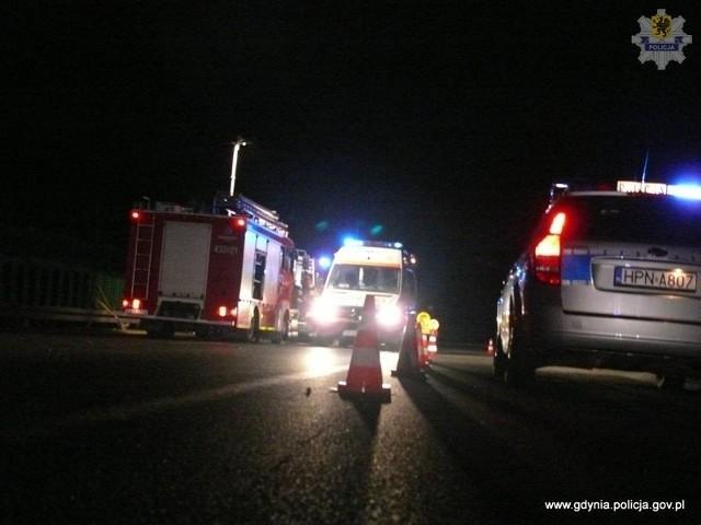 Policjanci z Gdyni wyjaśniają okoliczności śmiertelnego wypadku motocyklisty na obwodnicy.