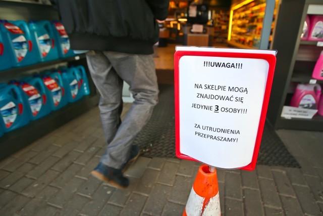 Zaostrzenie ograniczeń w przemieszczaniu się i robieniu zakupów. Ogłoszono kolejne kroki w walce z koronawirusem w Polsce