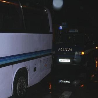 Funkcjonariusze ruszyli w pościg za zmierzającym w kierunku centrum autobusem. Ten zatrzymał się dopiero kilkaset metrów dalej na jednym z przystanków.