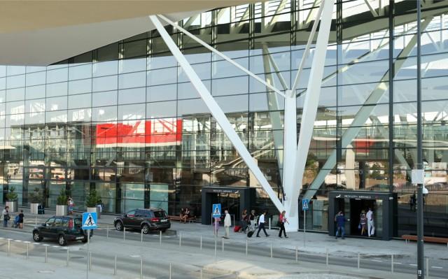 Pasażerowie na lotniskach w Polsce nie są narażeni do dodatkowe uciążliwości, związane z sytuacją we Francji