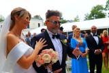 Ślub Krzysztofa Rutkowskiego z Mają Plich w podwarszawskim pałacyku. Rutkowski żeni się z Mają Plich ZDJĘCIA
