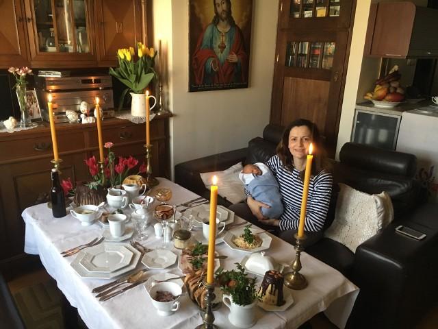 Pierwszy dzień Ignasia w domu po narodzinach - za wielkanocnym stołem. Wesołego Alleluja! - napisał na twitterze Jacek Żalek