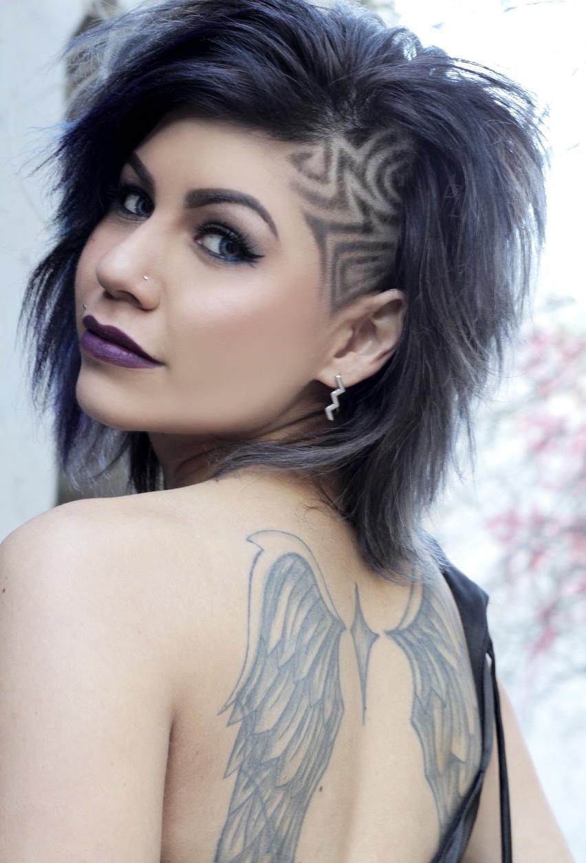 Odmładzające fryzury nie muszą oznaczać rewolucji na głowie....