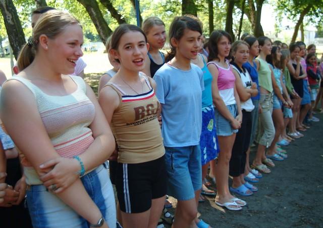 """Na koloniach """"Samoobrony"""" w Jarosławcu wypoczywa już młodzież z trzeciego turnusu. Nad morze przyjechało 99 dzieci rolników."""
