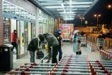 Zakupy 2020. Polacy uciekają przed zakupowymi tłokami w soboty. W efekcie największe kolejki pod kasami teraz są w piątki!