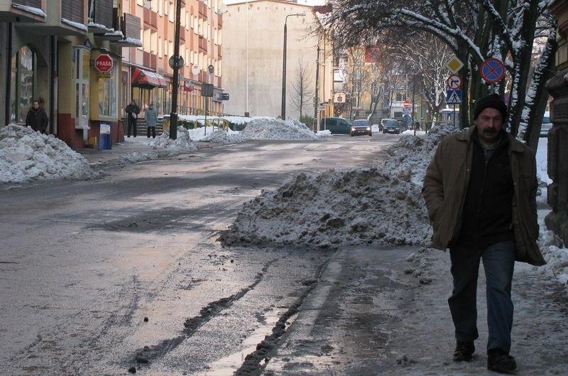 Chodniki w mieście są śliskie.
