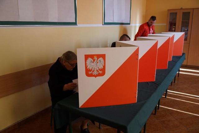 Pierwsze, sondażowe wyniki wyborów prezydenckich poznamy o godz. 21.00