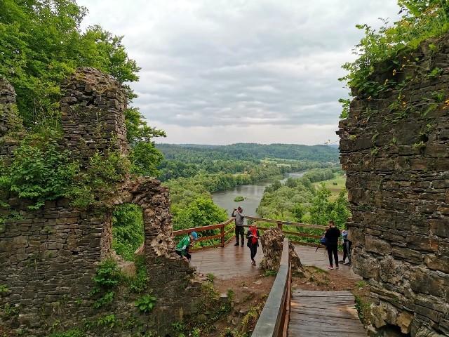 Rezerwat przyrody Góra SobieńTo miejsce znajduje się na terenie gminy Lesko i leży w obrębie Parku Krajobrazowego Gór Słonnych.