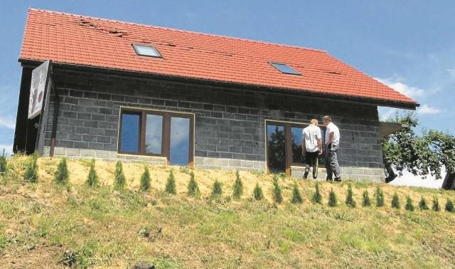 Mieszkańcy Morawicy zastanawiają się, co teraz robić z uszkodzonym dachem domu
