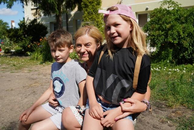 Kamila Laskowska marzy, by pojechać z dzieciakami do Jastarni. - Tylko raz w życiu sama byłam w stanie sfinansować taki rodzinny wyjazd - mówi. Ale czeka również na zajęcia i warsztaty z terapeutami, którzy pomogą jej w nauce budowania relacji.