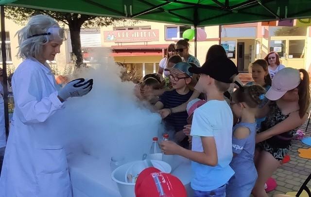 Dzieciaki były zachwycone udziałem w eksperymentach.