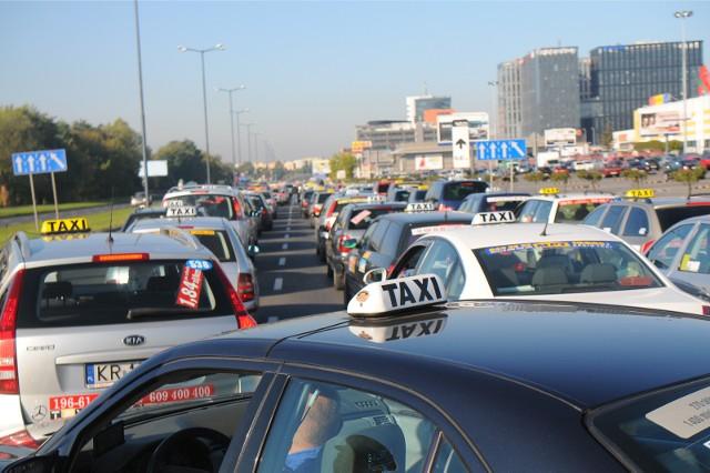 Oprócz taksówek dziś możemy korzystać z wypożyczalni samochodów