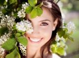 Jak zadbać o zęby, by zachwycać uśmiechem? SOS dla wyglądu zębów po zdjęciu maseczek!