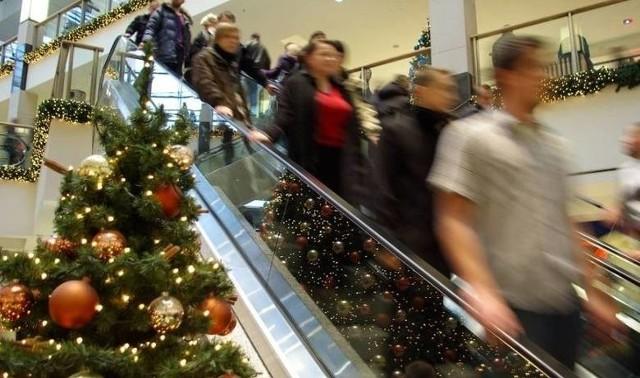 Wielu z nas zrobi świąteczne zakupy przez  internet, a część na pewno pójdzie na tradycyjne.