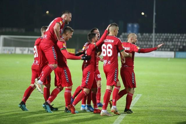 Piłkarze Zagłębia Sosnowiec po raz drugi w tym sezonie wygrali z Wigrami Suwałki 2:0 i utrzymali się w Fortuna 1. Lidze  Zobacz kolejne zdjęcia. Przesuwaj zdjęcia w prawo - naciśnij strzałkę lub przycisk NASTĘPNE