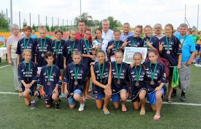 Ekipa z Biedrzychowic z medalami.