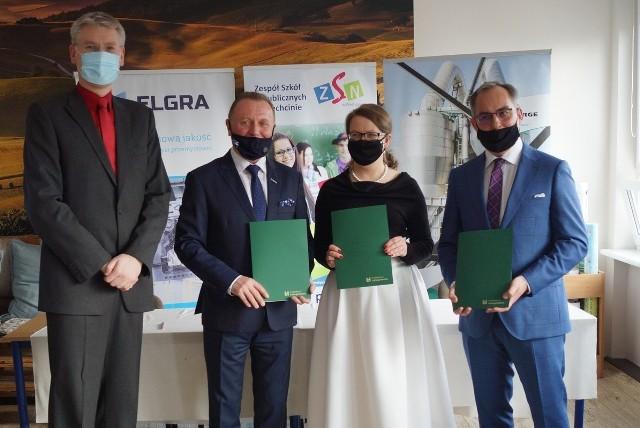Porozumienie o utworzeniu klasy patronackiej podpisali dyrekcja szkoły i szefowie firm, z którymi ZSN w Piechcinie współpracuje