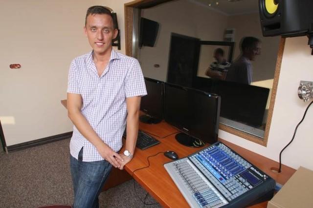 """Właściciel Centrum Muzycznego """"Empire' Artur Wiśniewski zapewnia, że drzwi jego firmy są otwarte dla każdego."""