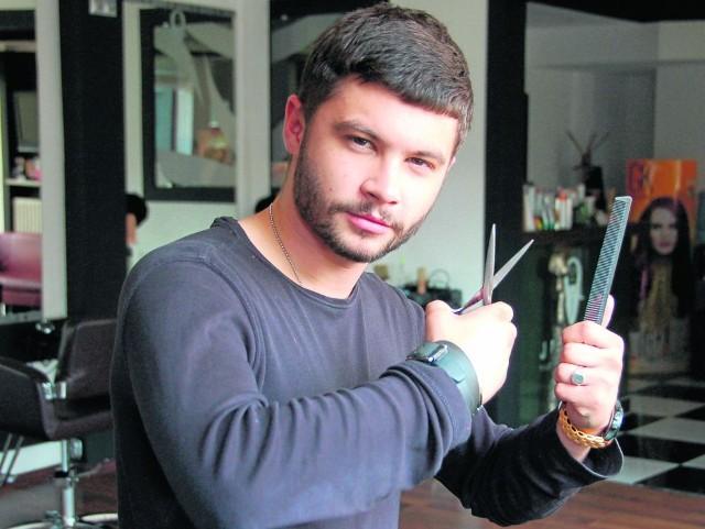 Wojciech Jewuła: - Dotacja z urzędu pracy pomogła mi zrealizować moje marzenie. Mam teraz 22 lata i trzy własne zakłady fryzjerskie. Sam daję pracę i na brak klientów nie mogę narzekać