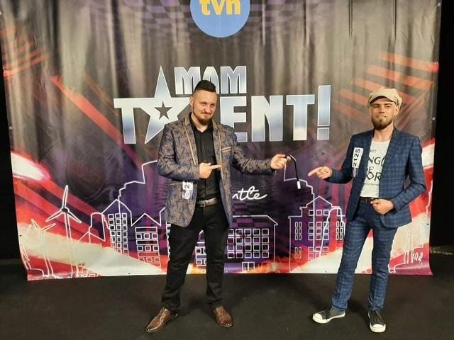 "Marek Fabisiak za kulisami nagrania programu ""Mam Talent""."