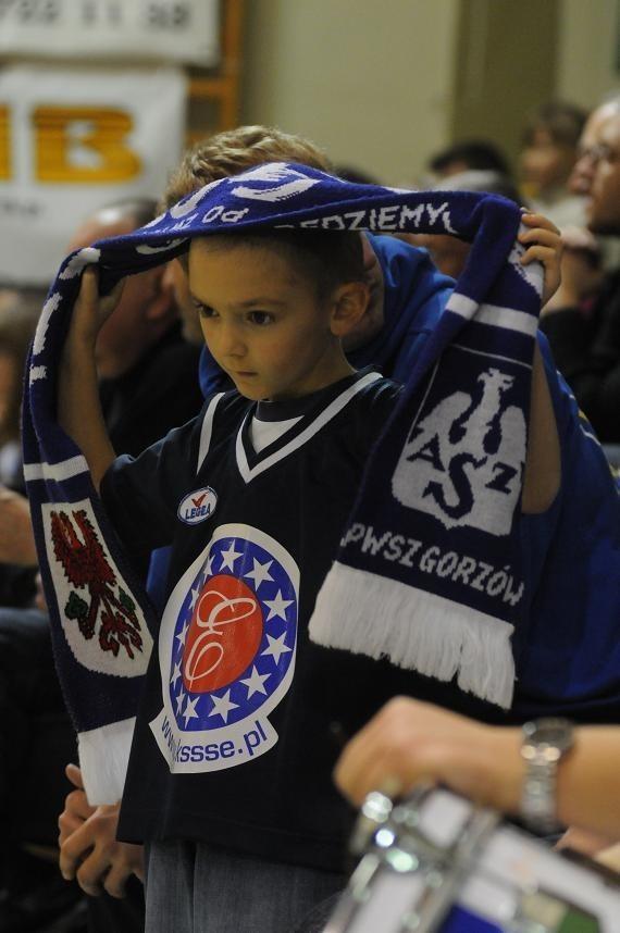 Nawet najmłodsi fani gorzowskiej drużyny, którzy kibicują jej w koszulkach z logo sponsora, wiedzą, jak ważna dla ukochanego klubu jest pomoc Kostrzyńsko-Słubickiej Specjalnej Strefy Ekonomicznej.