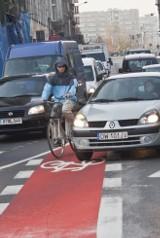 Przerywane linie dróg rowerowych pogodzą cyklistów i kierowców? Tak twierdzi radny PO
