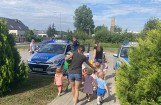 Maluszki ze żłobka w Skarbimierzu Osiedlu dowiedziały się od policjantów, jak być bezpiecznym na drodze i nad wodą