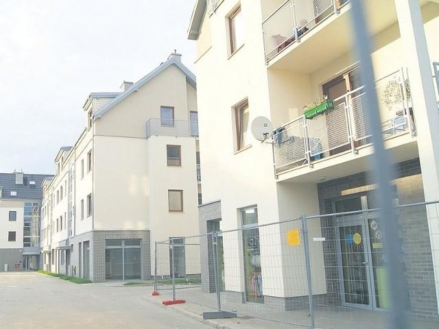 Kaminica z mieszkaniami komunalnymi w PolicachGmina wybuduje w sumie do 2013 roku sześć takich kamienic.