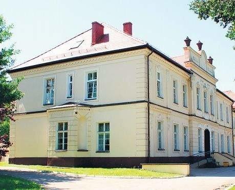 Dom Pomocy Społecznej w Darskowie. Budynek mieści się w zabytkowym zespole pałacowo – parkowym z XVIII wieku. Przed modernizacją obiektu konieczne było uzyskanie zgody konserwatora zabytków  i konserwatora przyrody. Ambitne plany wobec domu pomocy