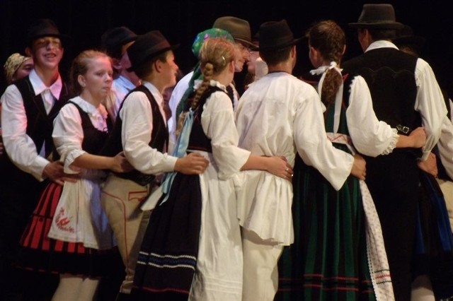 Tancerze byli na scenie ponad godzinę i ani na chwilę nie zwolnili tempa