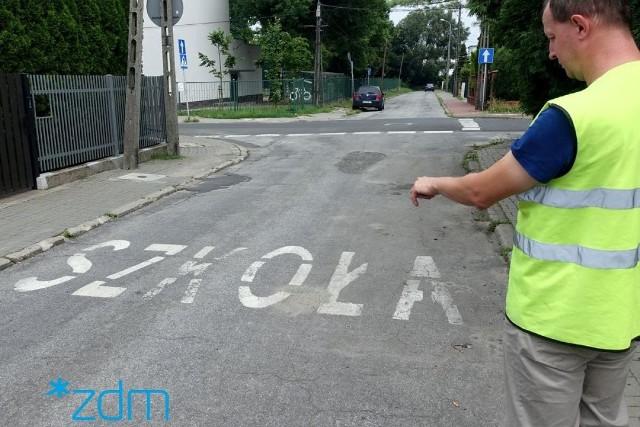 Inspektorzy sprawdzają, czy oznakowanie na jezdniach jest czytelne