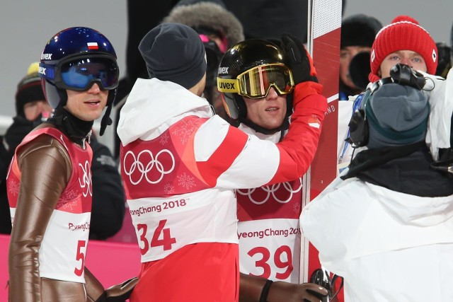 Polska ekipa tuż po ogłoszeniu wyników. Z lewej Kamil Stoch, Stefana Hulę pociesza Maciej Kot