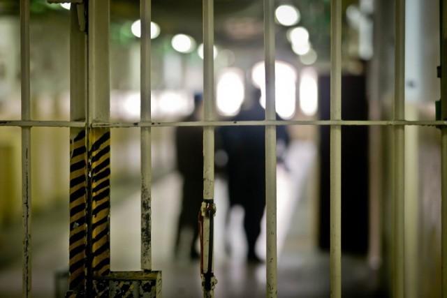 Cieszyn: Alarm bombowy w zakładzie karnym. Dzwonił więzień