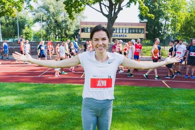 Ambasadorem 1 MILI jest znana polska biegaczka, Joanna Jóźwik