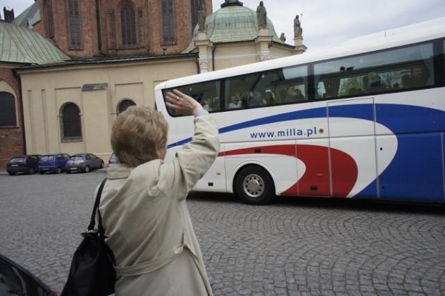 Kanonizacja Jana Pawła II. Po mszy w poznańskiej katedrze, w czwartek kilkuset pielgrzymów wyjechało do Rzymu. - Życzę, by ta pielgrzymka umocniła was w wierze - mówił do zebranych bp Damian Bryl